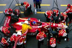Jacques Villeneuve, Williams FW20, makes a pit stop