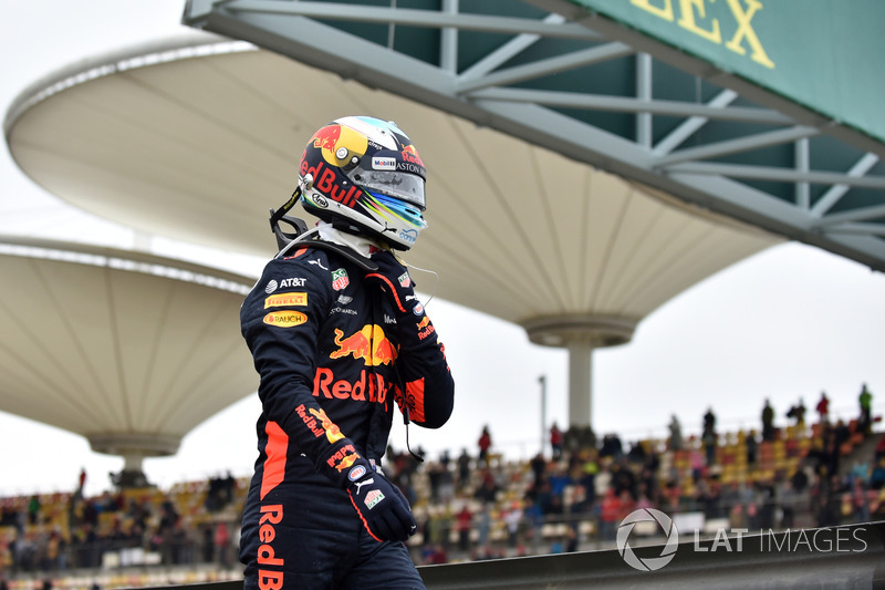 Daniel Ricciardo, Red Bull Racing stops on track in FP3