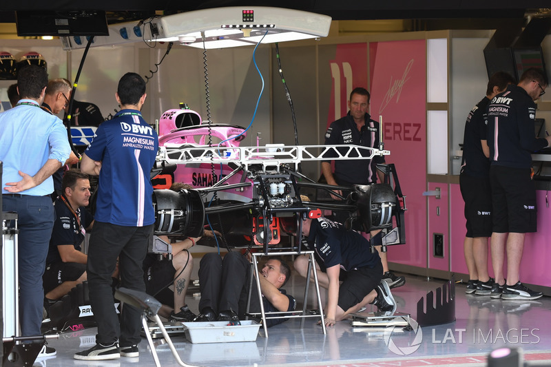 LA Force India VJM11 dans le garage