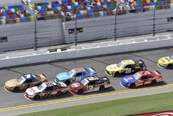 Elliott Sadler, JR Motorsports Chevrolet and Joey Logano, Team Penske Ford