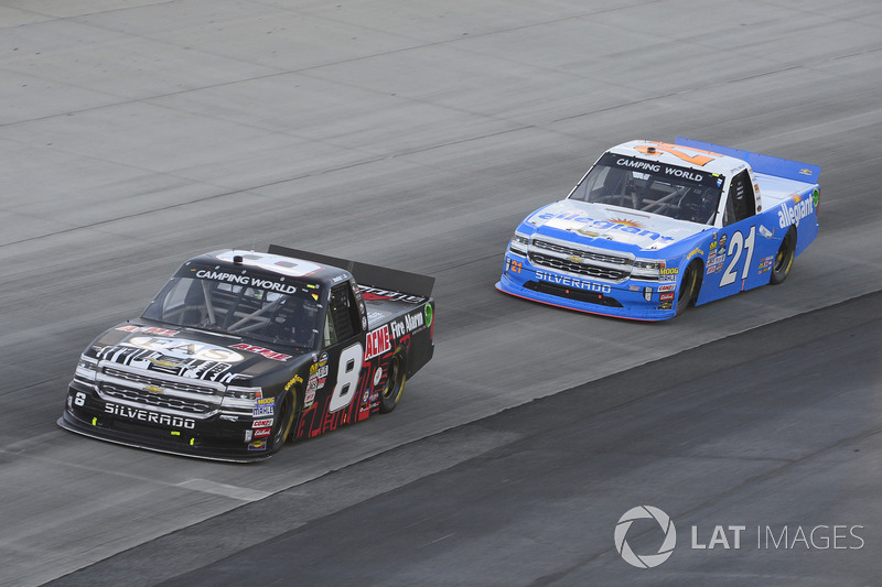 John Hunter Nemechek, SWM-NEMCO Motorsports, Chevrolet; Johnny Sauter, GMS Racing, Chevrolet