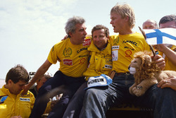 Winners #205 Peugeot: Ari Vatanen, Bernard Giroux with team director Jean Todt