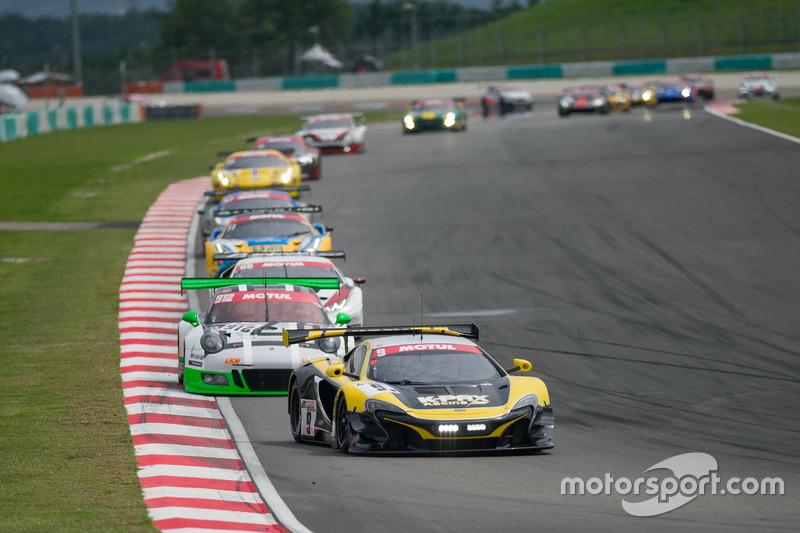 #9 K-PAX Racing, McLaren 650 S GT3: Alvaro Parente, Shane Van Gisbergen, Come Ledogar