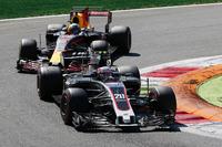 Kevin Magnussen, Haas F1 Team VF-17, Daniel Ricciardo, Red Bull Racing RB13