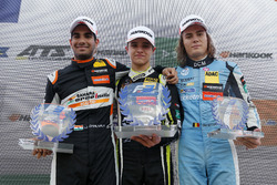 Подіум новачків: переможець Ландо Норріс (Carlin, Dallara F317 Volkswagen), другий призер Жен Дарувала (Carlin, Dallara F317 Volkswagen), третій призер Макс Дефоурні (Van Amersfoort, Dallara F317 Mercedes-Benz)
