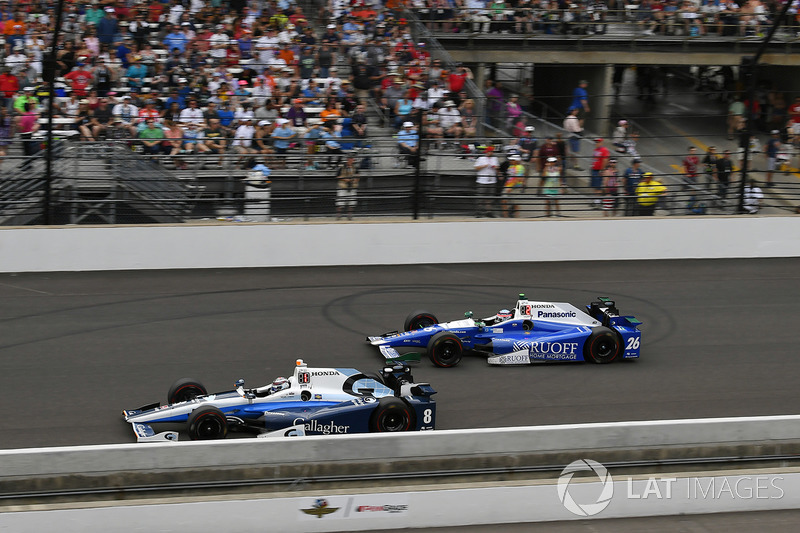 Indy 500 2017, and Chilton's Ganassi #8 leads eventual winner Takuma Sato of Andretti Autosport.