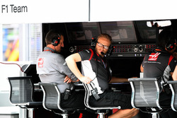 Guenther Steiner, Haas F1 Team Principal on the pitwall gantry