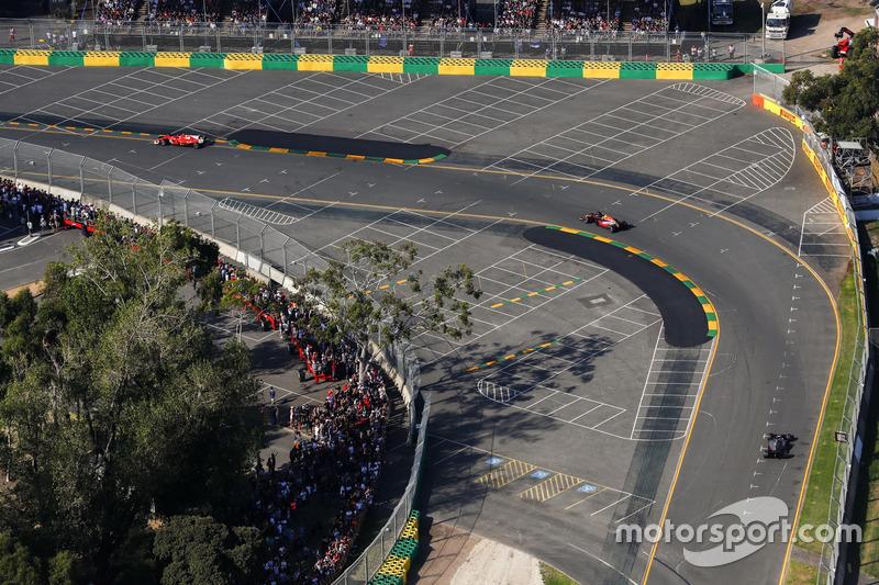 Max Verstappen, Red Bull Racing, RB13; Romain Grosjean, Haas F1 Team, VF-17