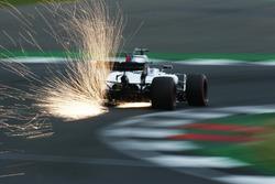 Felipe Massa, Williams FW40, strikes up sparks