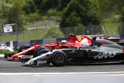 Kimi Raikkonen, Ferrari SF70H, battles Romain Grosjean, Haas F1 Team VF-17. Felipe Massa, Williams FW40, follows