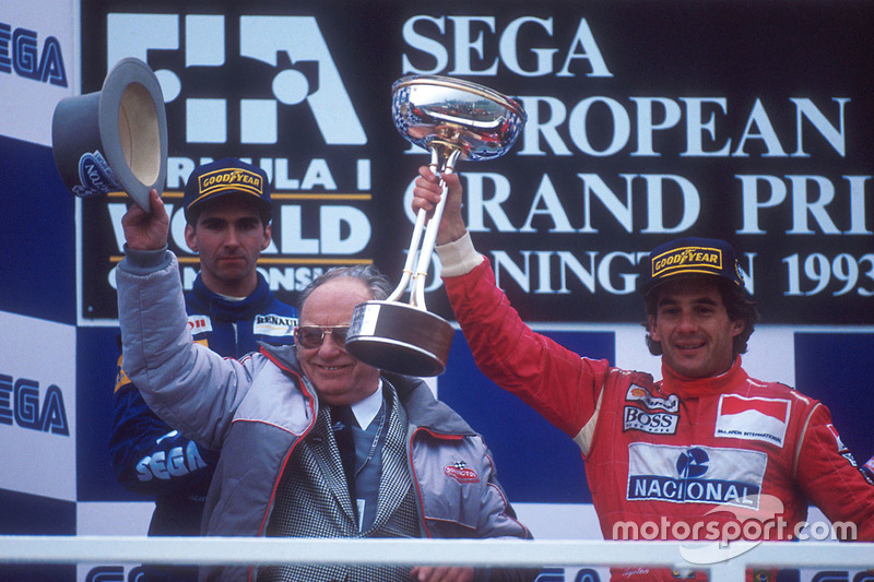 Podyum: Yarış galibi Ayrton Senna, McLaren MP4/8 Ford, 2. sıra Damon Hill, Williams FW15C Renault