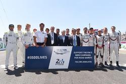 Gruppenfoto: Die LMP1-Fahrer für die 24h Le Mans 2017 mit Mark Webber, Chase Carey, Jean Todt und Pi
