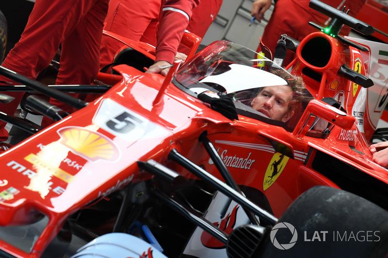 Sebastian Vettel, Ferrari SF70-H con el escudo de la cabina