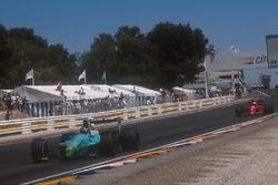 Ivan Capelli, Leyton House CG901 Judd, führt vor Alain Prost, Ferrari 641