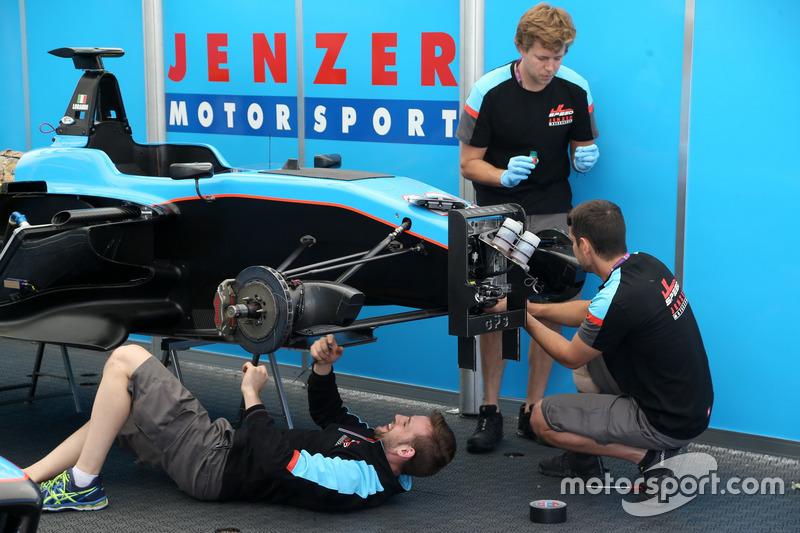 Jenzer Motorsport mechanics