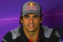 Carlos Sainz Jr., Scuderia Toro Rosso en la conferencia de prensa de la FIA