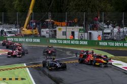 Kollision: Nyck De Vries, Racing Engineering, Artem Markelov, RUSSIAN TIME