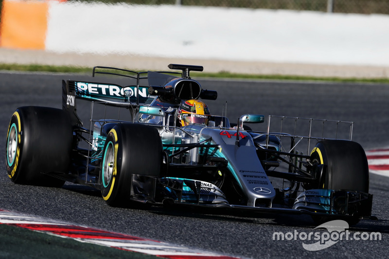 Льюіс Хемілтон, Mercedes AMG F1 W08 їздить зі спеціальним обладнанням