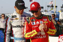Aric Almirola, Richard Petty Motorsports Ford, Dale Earnhardt Jr., Hendrick Motorsports Chevrolet