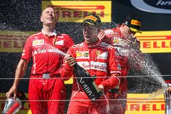 Podyum: Yarış galibi Sebastian Vettel, Ferrari, 2. Kimi Raikkonen, Ferrari, Ferrari, Jock Clear, Ferrari Şef Mühendisi