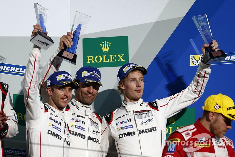 المركز الثالث رقم 1 فريق بورشه 919 الهجينة: تيمو بيرنهارد، مارك ويبر، برندون هارتلي