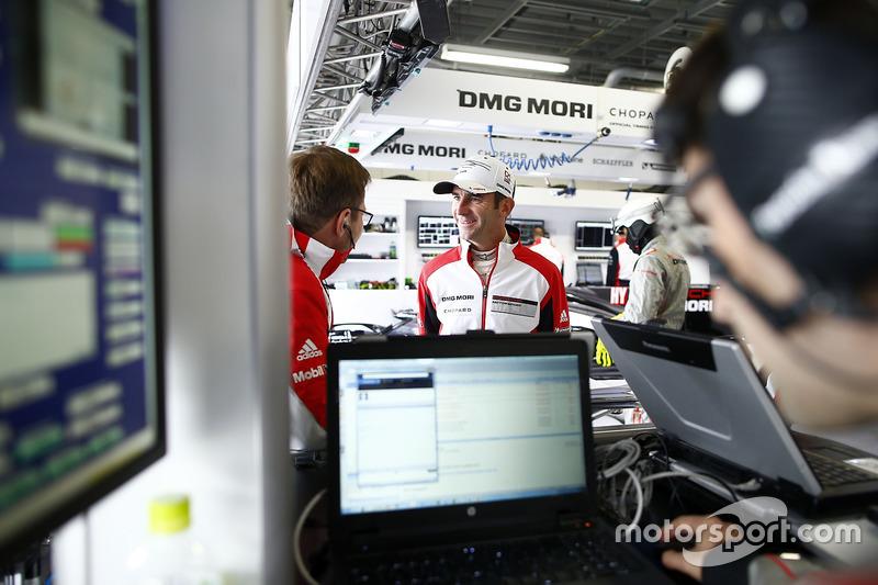 Romain Dumas, Porsche Team, Andreas Seidl, Team Principal Porsche Team