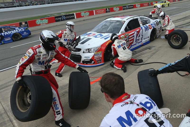 Tony Stewart, Stewart-Haas Racing, pit stop