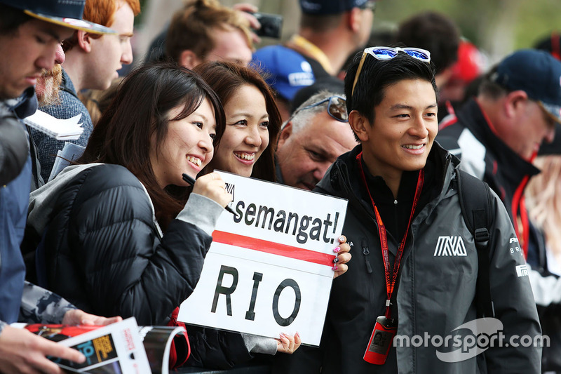 Rio Haryanto, Manor Racing with fans