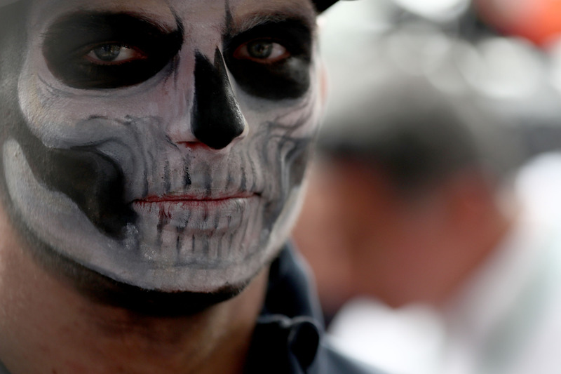 Max Verstappen, Red Bull Racing, mit Gesichtsbemalung für Halloween