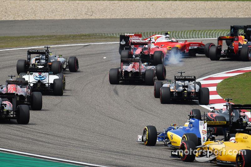 Sebastian Vettel, Ferrari SF16-H and Kimi Raikkonen, Ferrari SF16-H make contact at the start of the race