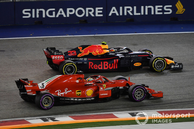 Max Verstappen, Red Bull Racing RB14, rejoins ahead of Sebastian Vettel, Ferrari SF71H
