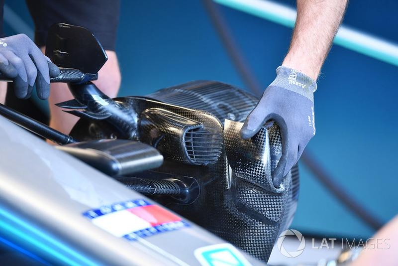 Detail saluran pendigin rem Mercedes AMG F1 W09