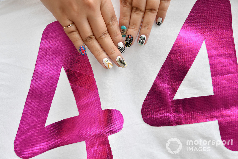 Lewis Hamilton, Mercedes AMG F1 fan and painted nails