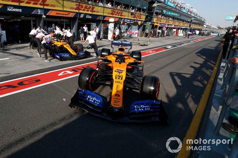 Lando Norris, McLaren MCL34, Carlos Sainz Jr., McLaren MCL34