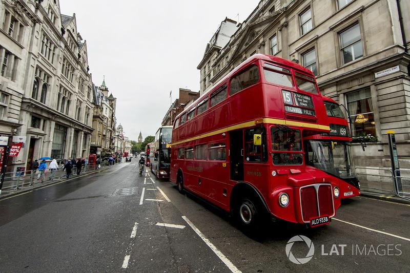Bus London di Whitehall