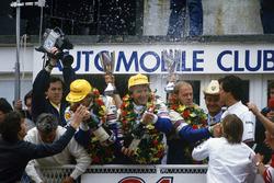 Podio: Hans-Joachim Stuck, Derek Bell, Al Holbert, Porsche 962