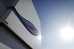 Элемент логотипа Martini на моторхоуме Williams