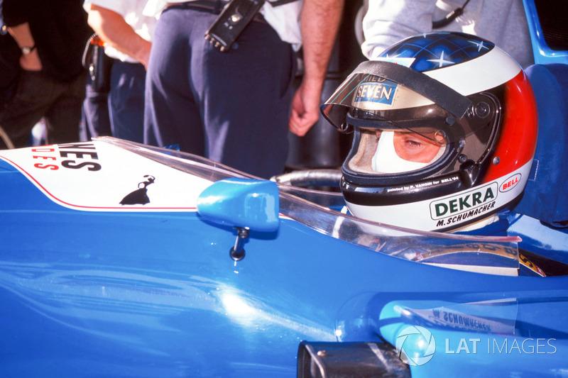 Michael Schumacher prueba el Ligier JS39B Renault para evaluar el motor Renault V10 (1994)