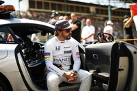 Fernando Alonso, McLaren, im FIA Safety-Car