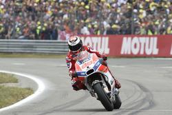 Lorenzo entering pits to change tyres