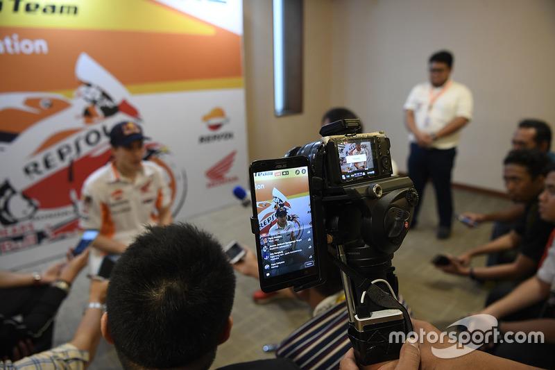 Marc Marquez, Repsol Honda Team, con los medios
