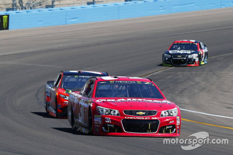 Ryan Newman, Richard Childress Racing Chevrolet y Martin Truex Jr., Furniture Row Racing Toyota