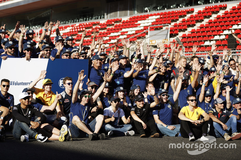 Drivers and volunteers give a wave at the FIA Volunteers Day celebrations