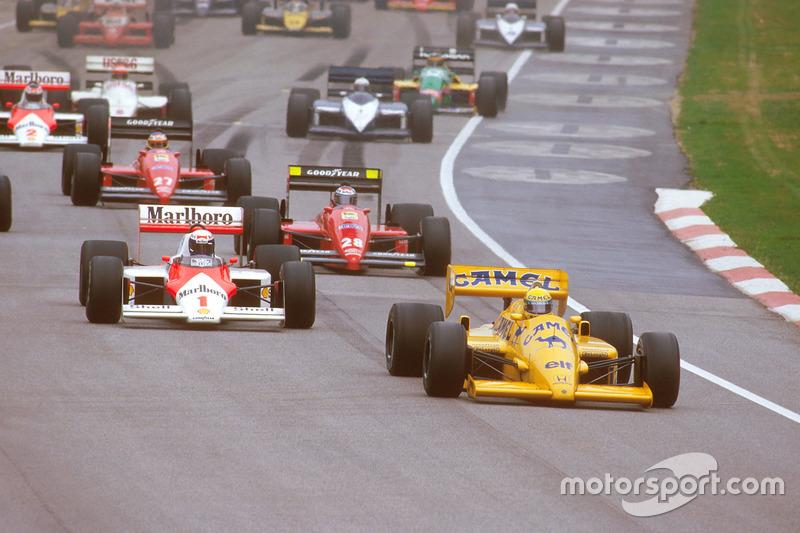Départ : Ayrton Senna, Lotus 99T Honda, devant Alain Prost, McLaren MP4/3 TAG Porsche, et Gerhard Berger, Ferrari F187