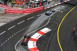 Льюїс Хемілтон, Mercedes AMG F1 W07 Hybrid випереджає Даніеля Ріккардо, Red Bull Racing RB12