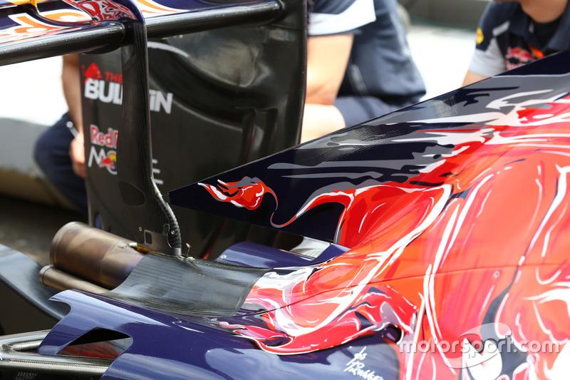 Scuderia Toro Rosso STR11 detalle