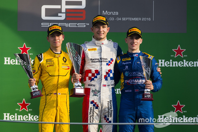 Podium: Sieger Jake Dennis, Arden International; 2. Jack Aitken, Arden International; 3. Jake Hughes