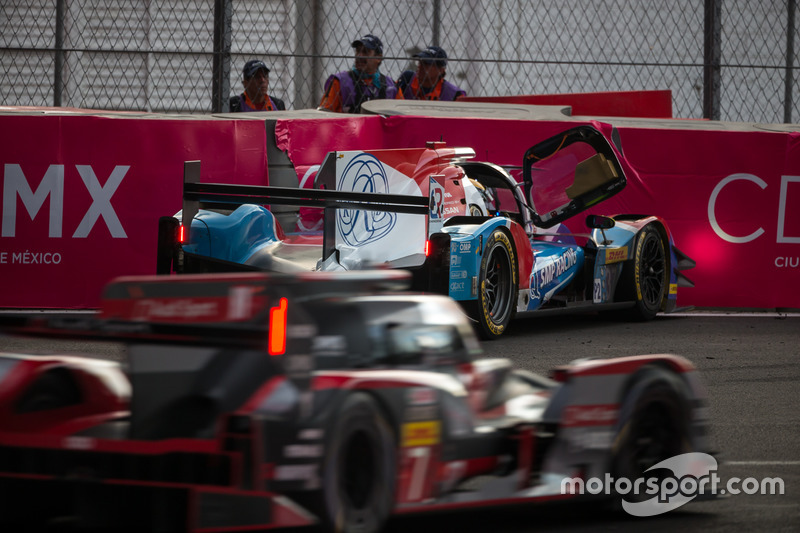 Trouble for the #37 SMP Racing BR01 - Nissan: Vitaly Petrov, Viktor Shaytar, Kirill Ladygin