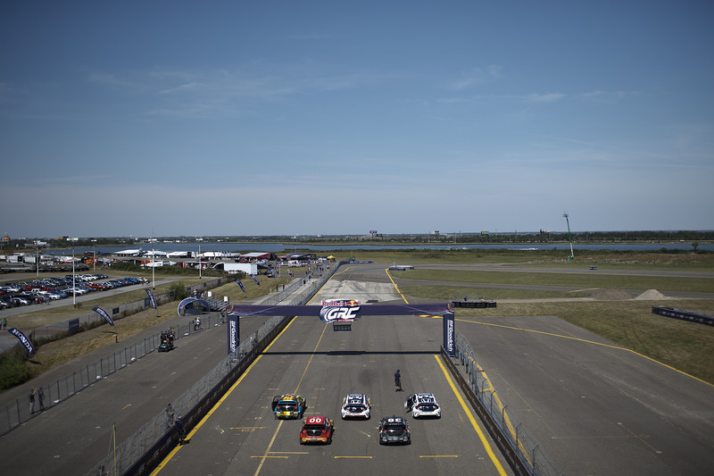 I piloti si allineano per le prove