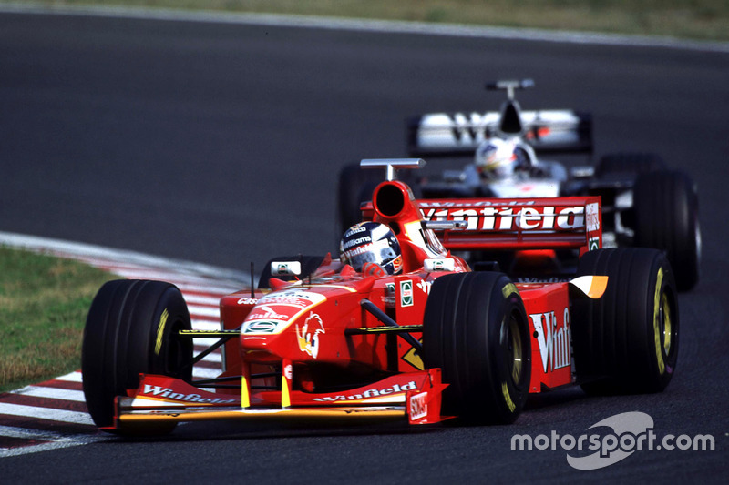 Heinz-Harald Frentzen leads David Coulthard, McLaren